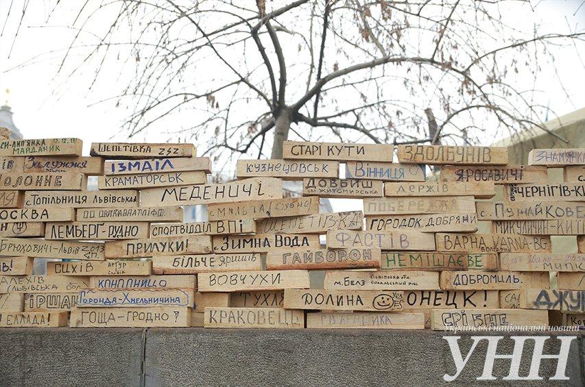 Львів'яни з Топольної та Сихова залишають про себе згадку на Стіні плачу та боротьби, яку відкрили на Євромайдані (ФОТО), фото-5