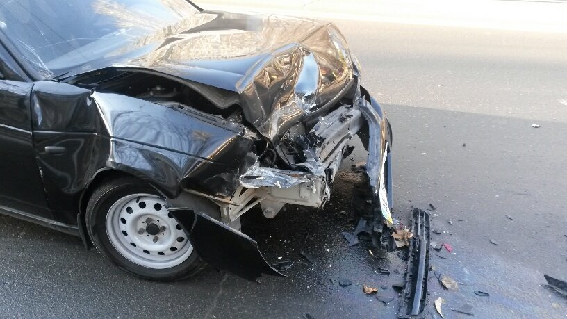 В Мариуполе четыре автомобиля не разъехались на центральном проспекте (ФОТО), фото-2