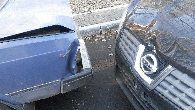 В Мариуполе четыре автомобиля не разъехались на центральном проспекте (ФОТО), фото-1