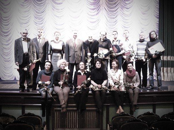 20131219_гродно_гродненский областной театр кукол_новый директор_грамоты-1