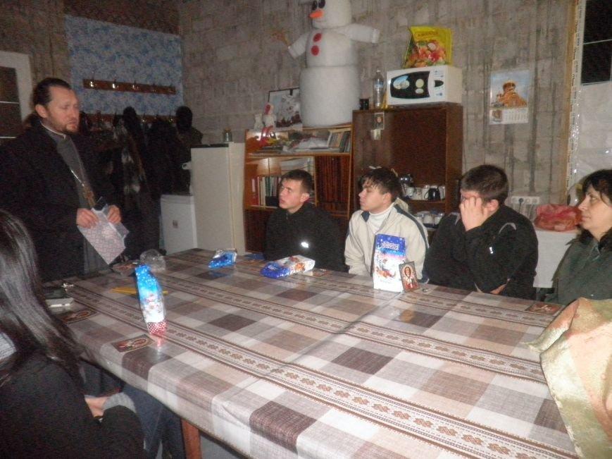 В  Мариуполе  трудным подросткам подарили крестики и сладкие подарки (ФОТО), фото-2