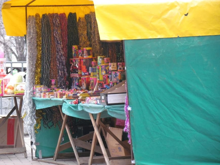 В Мариуполе начали массово продавать пиротехнику на улице (ФОТОФАКТ), фото-2