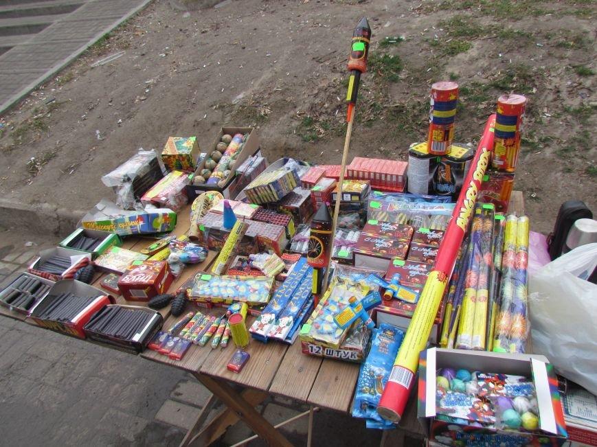 В Мариуполе начали массово продавать пиротехнику на улице (ФОТОФАКТ), фото-7