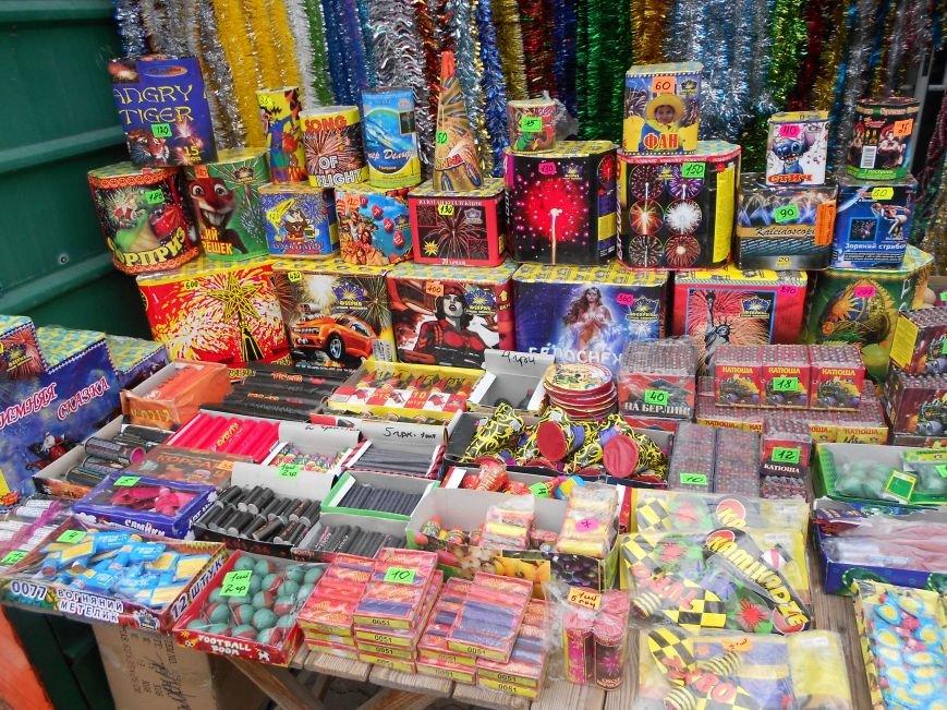 В Мариуполе начали массово продавать пиротехнику на улице (ФОТОФАКТ), фото-1