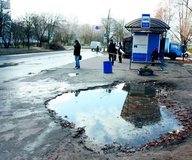 Разбитые тротуары в Чернигове чиновники спихивают друг другу, фото-1