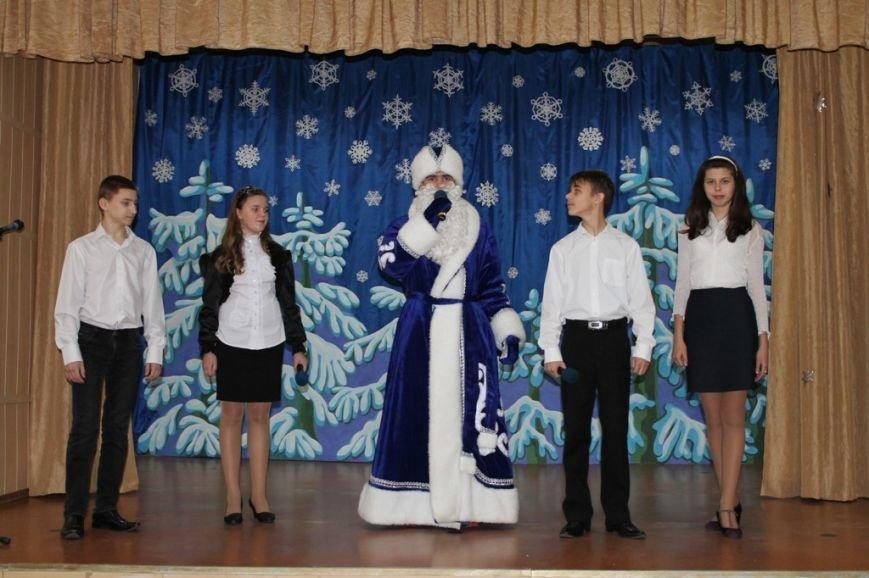Сегодня артемовская детвора принимала подарки от Святого Николая, фото-6