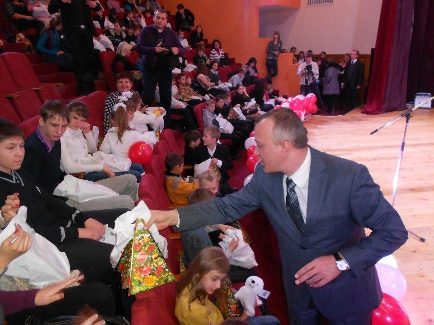 Мэр Мариуполя поздравил сирот в отремонтированном «Дворце пионеров» (ФОТО), фото-3