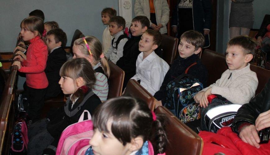 Сегодня артемовская детвора принимала подарки от Святого Николая, фото-13