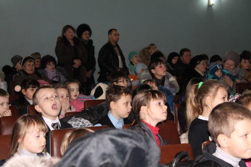 Сегодня артемовская детвора принимала подарки от Святого Николая, фото-15
