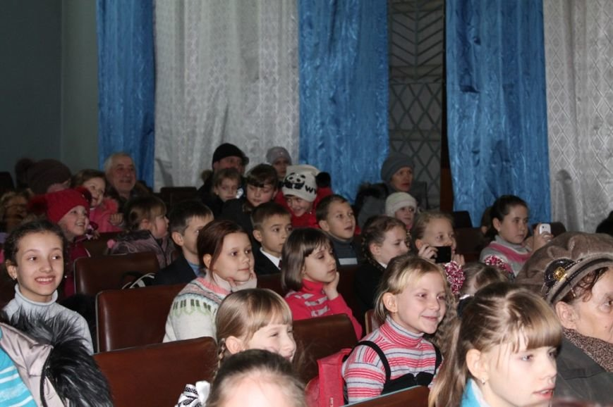 Сегодня артемовская детвора принимала подарки от Святого Николая, фото-14