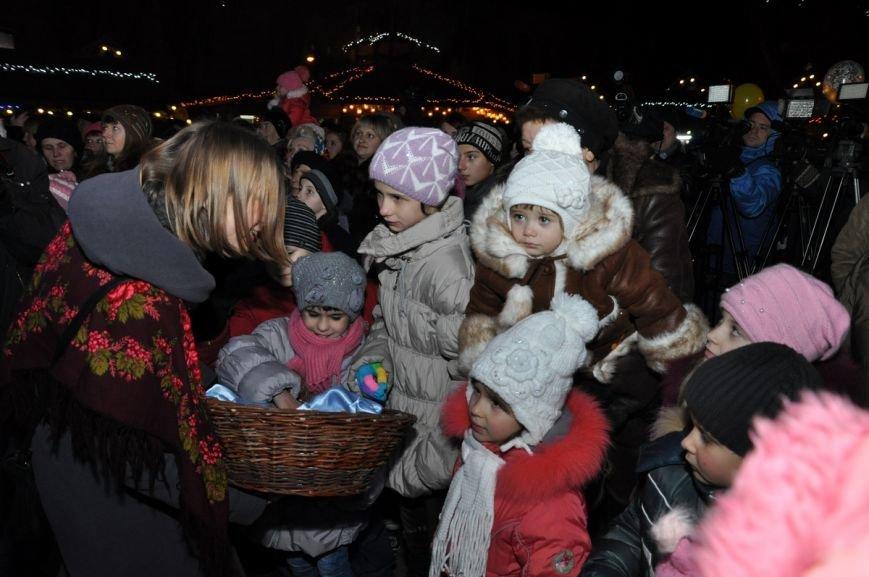 У центрі Львова відкрили ялинку у символах України та Євросоюзу (ФОТО), фото-2