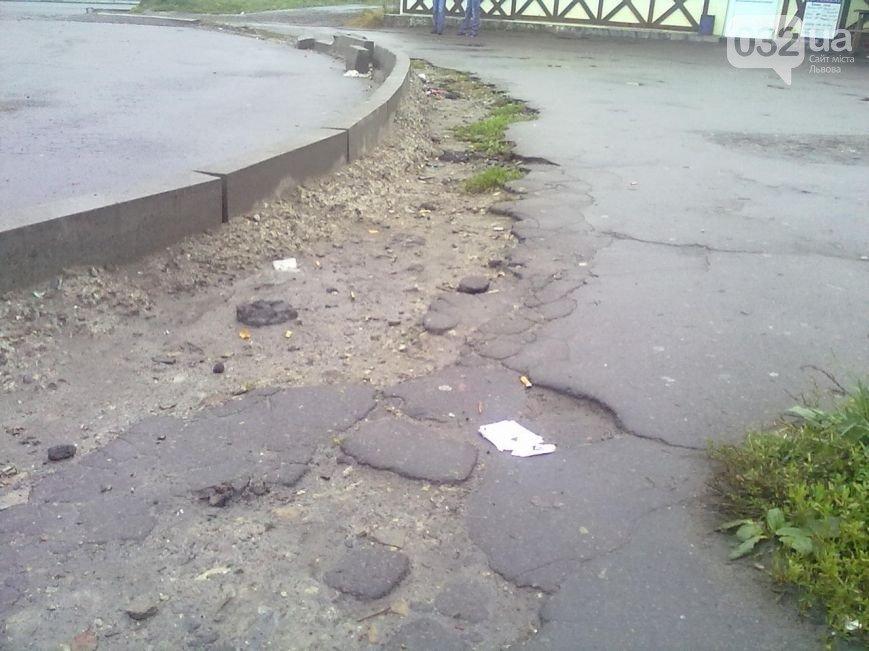 Львів'яни планують перекрити рух транспорту, якщо влада не відремонтує бордюри (ФОТО), фото-4