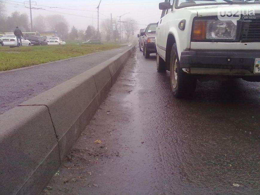 Львів'яни планують перекрити рух транспорту, якщо влада не відремонтує бордюри (ФОТО), фото-2