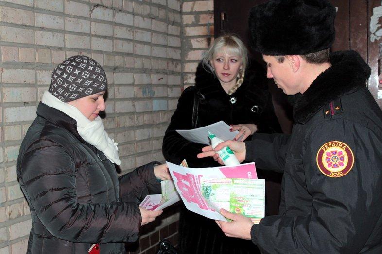 Спасатели напоминают луганчанам о правилах пожарной безопасности в новогодние праздники (ФОТО), фото-1