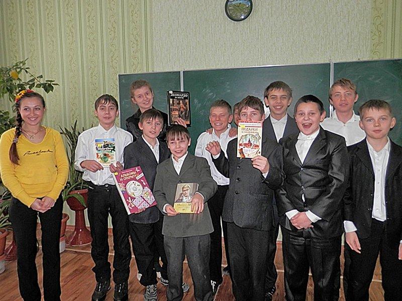 Луганчане передали машину подарков ребятам из Счастьенской школы-интерната (ФОТО), фото-1
