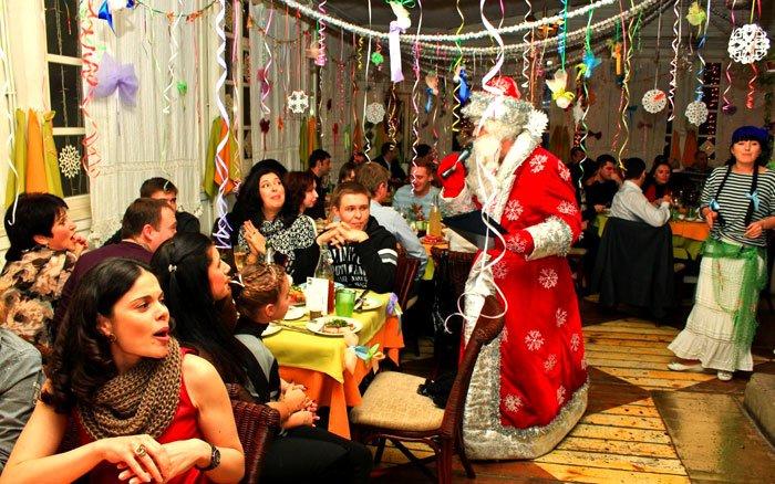 Новый год по-мариупольски: ресторан, елка и волшебное такси, фото-1