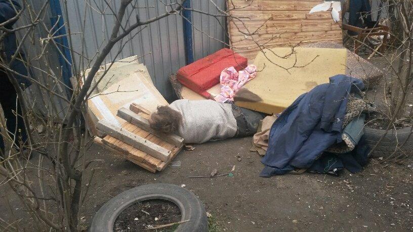 В Мариуполе  возле контейнерной площадки обнаружен труп мужчины (ФОТО+ВИДЕО), фото-5