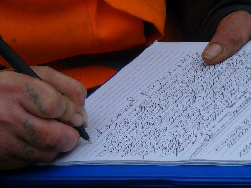 В Мариуполе  возле контейнерной площадки обнаружен труп мужчины (ФОТО+ВИДЕО), фото-3