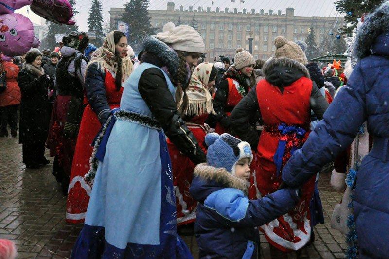 Армия Дедов Морозов и Снегурочек захватила Белгород, фото-11