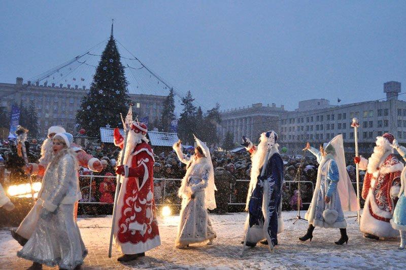 Армия Дедов Морозов и Снегурочек захватила Белгород, фото-12