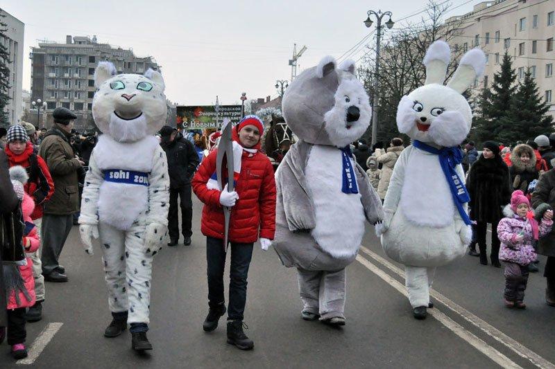 Армия Дедов Морозов и Снегурочек захватила Белгород, фото-4
