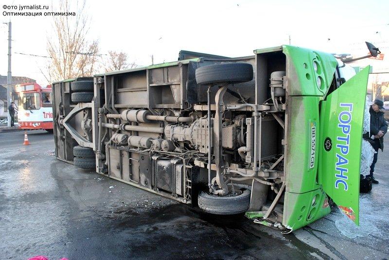 В Луганске перевернулся автобус. 18 человек госпитализировано (ФОТО), фото-3