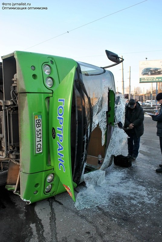 В Луганске перевернулся автобус. 18 человек госпитализировано (ФОТО), фото-2