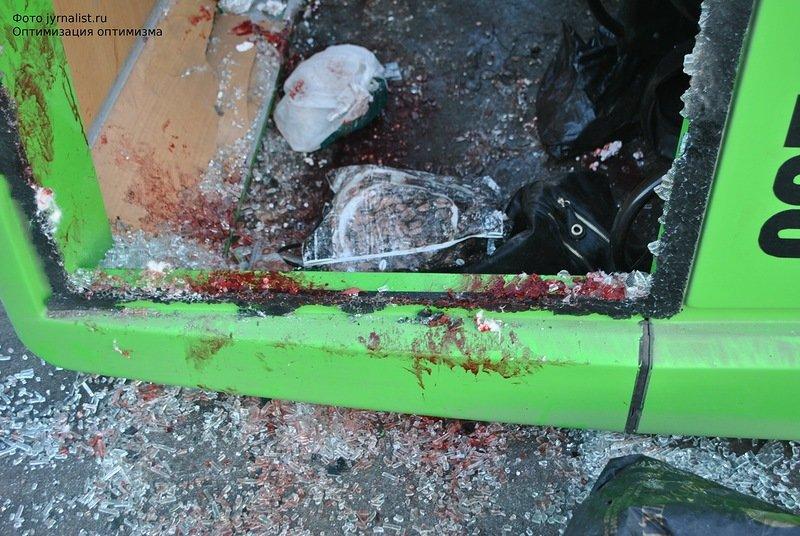 В Луганске перевернулся автобус. 18 человек госпитализировано (ФОТО), фото-6