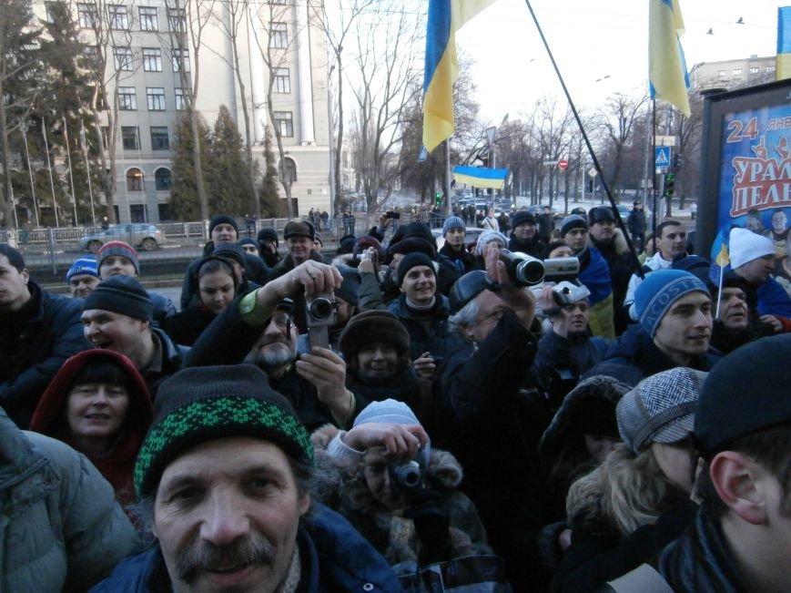 Харьковчане символически переименовали проспект Ленина в честь фронтмена британской группы The Beatles Джона Леннона (фото, видео), фото-31