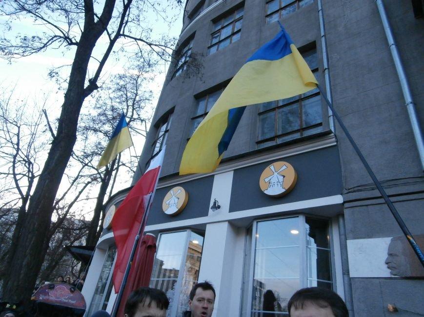 Харьковчане символически переименовали проспект Ленина в честь фронтмена британской группы The Beatles Джона Леннона (фото, видео), фото-34
