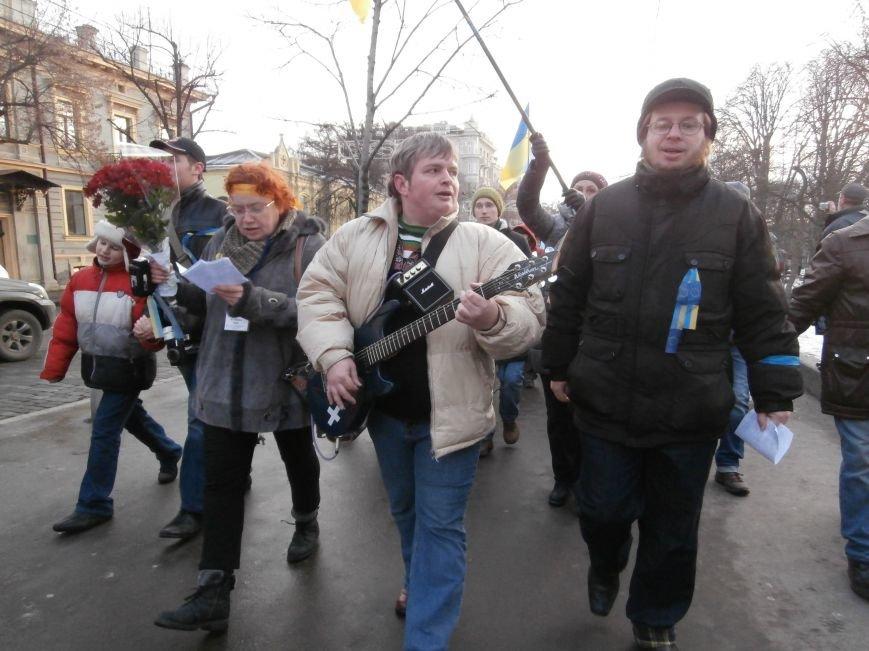 Харьковчане символически переименовали проспект Ленина в честь фронтмена британской группы The Beatles Джона Леннона (фото, видео), фото-5