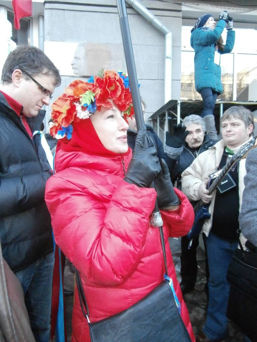 Харьковчане символически переименовали проспект Ленина в честь фронтмена британской группы The Beatles Джона Леннона (фото, видео), фото-36