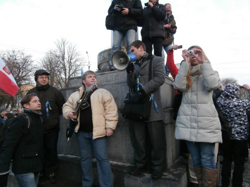 Харьковчане символически переименовали проспект Ленина в честь фронтмена британской группы The Beatles Джона Леннона (фото, видео), фото-16
