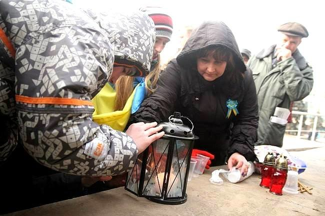 ФОТОФАКТ: В Запорожье на ЕвроМайдан доставили Вифлеемский огонь мира, фото-1