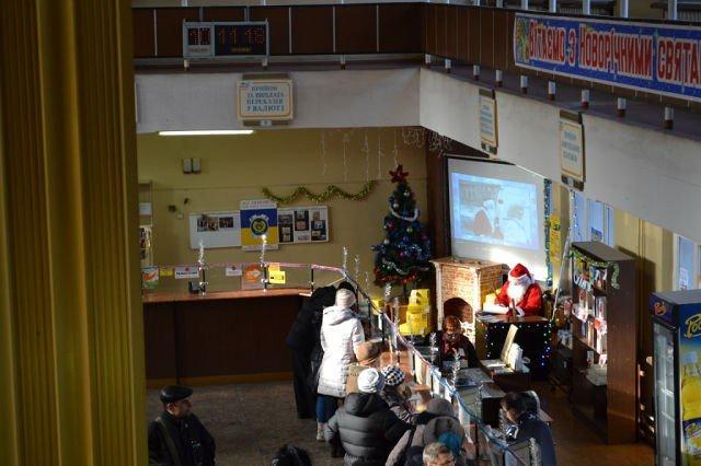 В Мариуполе на почту трудоустроился Санта-Клаус (Фотофакт), фото-1