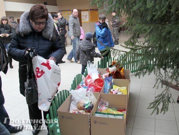 20131224_гродно_хоккейный клуб неман_благотворительный матчк_игрушки_новый год и рождество-2