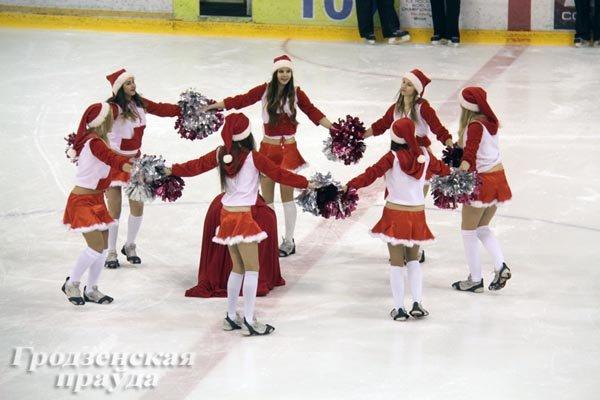 20131224_гродно_хоккейный клуб неман_благотворительный матчк_игрушки_новый год и рождество-1