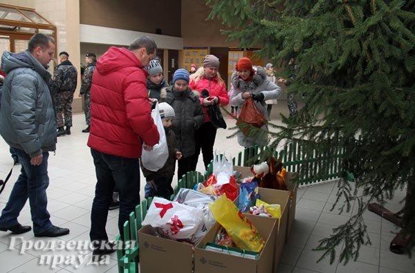 20131224_гродно_хоккейный клуб неман_благотворительный матчк_игрушки_новый год и рождество-3