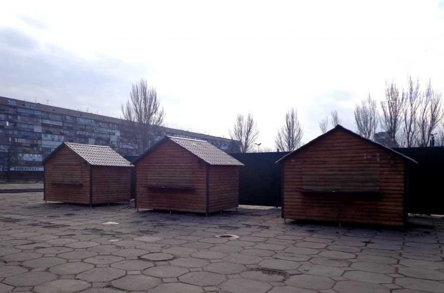 В центре Запорожья появился новогодний городок из деревянных домиков (ФОТО), фото-1