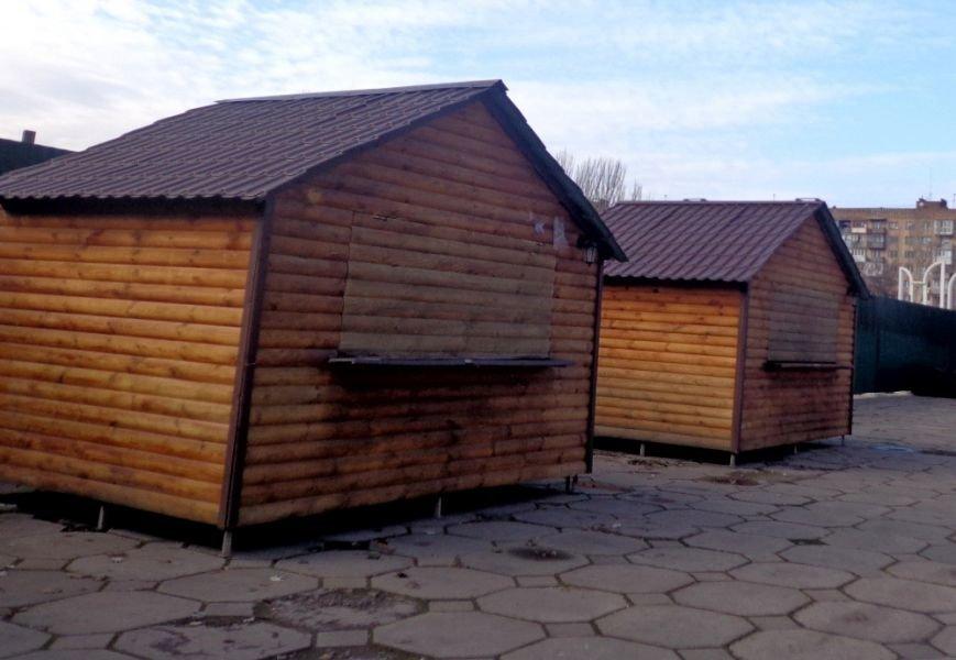 В центре Запорожья появился новогодний городок из деревянных домиков (ФОТО), фото-2