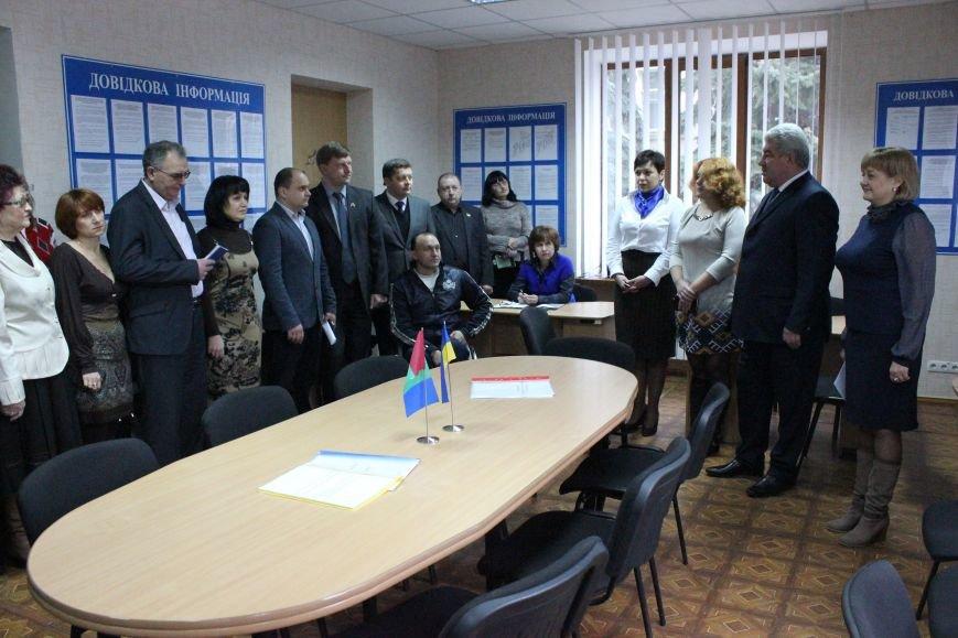 В Артемовском Центре админуслуг уже начали обслуживать жителей города, фото-1