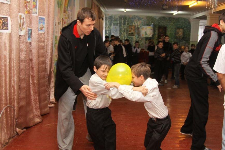 Дети школы-интерната №1 пообщались со звездами криворожского баскетбола, фото-4