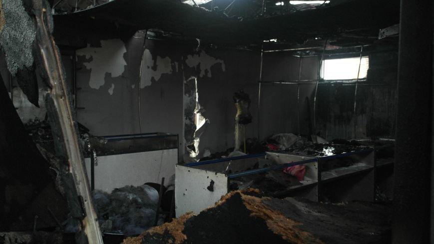 В Красноармейске на центральном рынке сгорел торговый павильон (ФОТО), фото-11