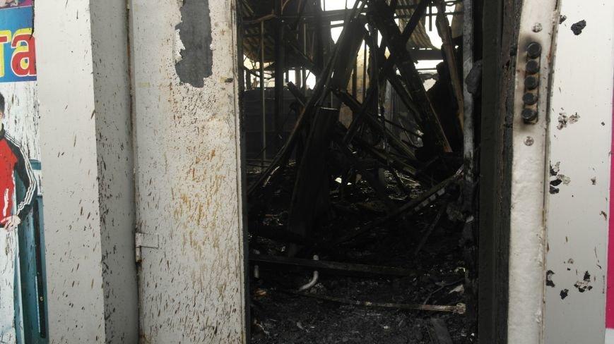 В Красноармейске на центральном рынке сгорел торговый павильон (ФОТО), фото-10