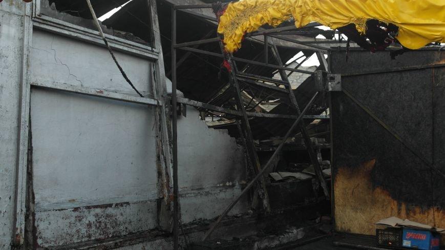 В Красноармейске на центральном рынке сгорел торговый павильон (ФОТО), фото-1