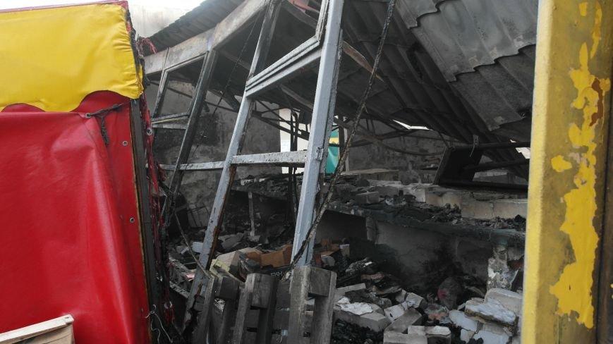 В Красноармейске на центральном рынке сгорел торговый павильон (ФОТО), фото-8