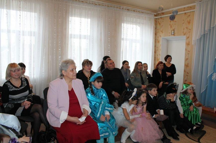 Воспитанники артемовского Дома Ребенка блеснули талантами перед Дедом Морозом, фото-2