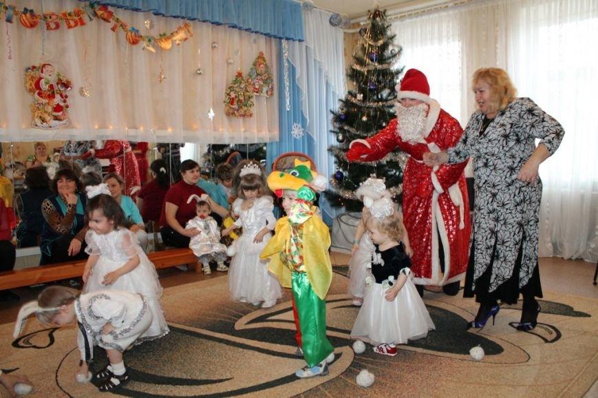 Воспитанники артемовского Дома Ребенка блеснули талантами перед Дедом Морозом, фото-6