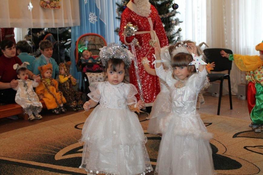 Воспитанники артемовского Дома Ребенка блеснули талантами перед Дедом Морозом, фото-5