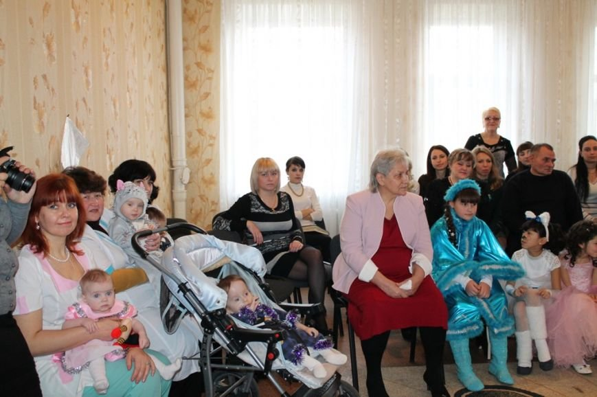 Воспитанники артемовского Дома Ребенка блеснули талантами перед Дедом Морозом, фото-3